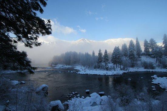 Enchanted River Inn: Got a little snow last night
