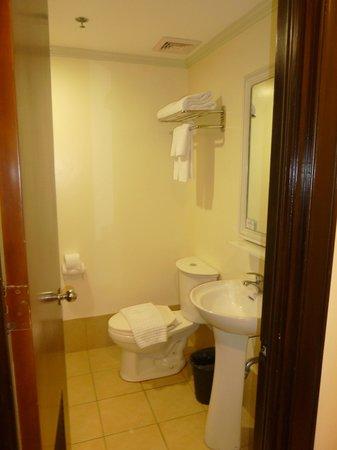 Fersal Hotel Diliman : Bathroom