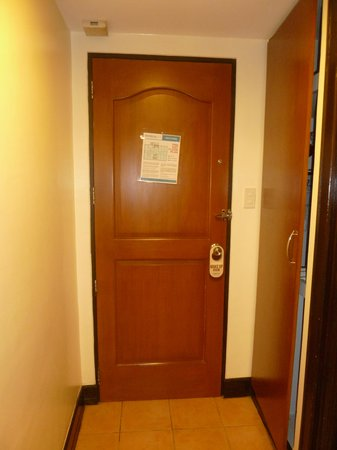 Fersal Hotel Diliman : Door with Bolt Lock