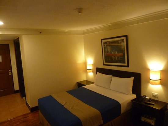 Fersal Hotel Diliman : Queen Bed