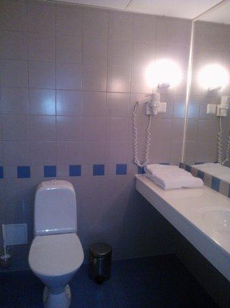 Metropol Hotel: Bathroom