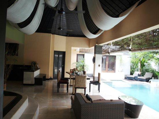 Nike Villas: livingroom