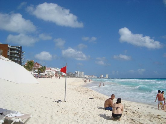 Beach Palace: Red flag, rough water