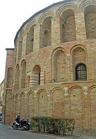 Chiesa di Santa Sofia: esterno 2