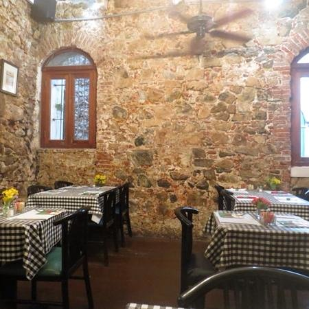 Gladys' Cafe: view inside the cafe