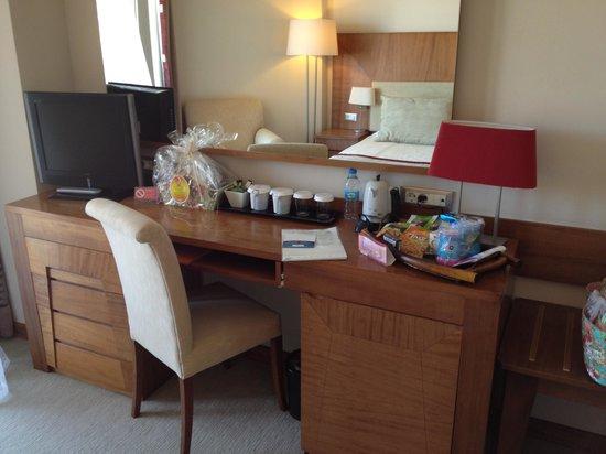Ilica Hotel Spa & Thermal Resort : 部屋のテーブル