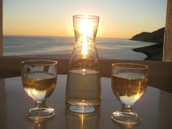 Delfini Hotel Sifnos : Drinking Grandpa's wine on the veranda