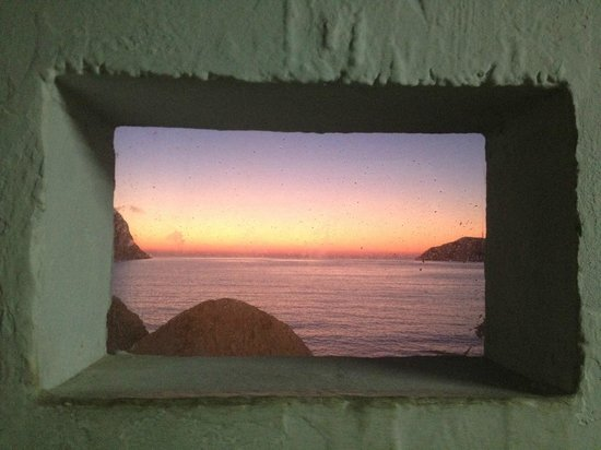 Delfini Hotel Sifnos : Sunset view from the port