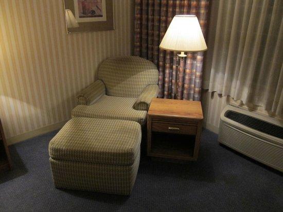 Royal Garden Inn: Another Sitting Corner