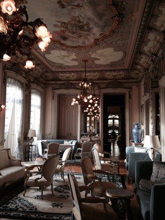 Pestana Palace Lisboa Hotel & National Monument: Uma das salas de estar do palácio, disponível aos hóspedes.