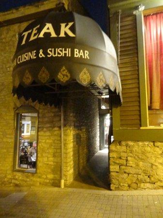 Teak Thai Cuisine and Sushi Bar: Entrance