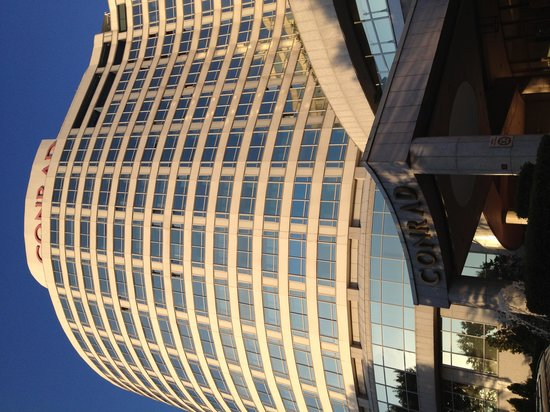 Conrad Istanbul Bosphorus: ホテル外観