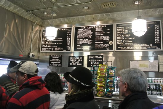 Jim's Steaks South St. : 行列続く