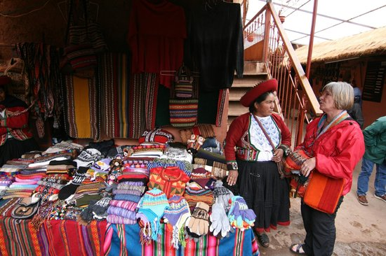 Chinchero: Products for purchase.