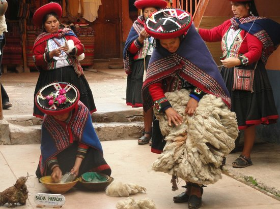 Chinchero: Cleaning the Fiber.