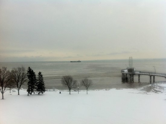 Waterfront Hotel Downtown Burlington : Lake Ontario from the hotel