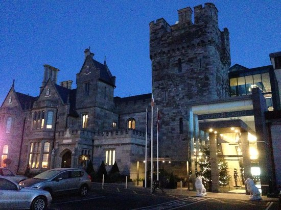 Clontarf Castle Hotel: Outside