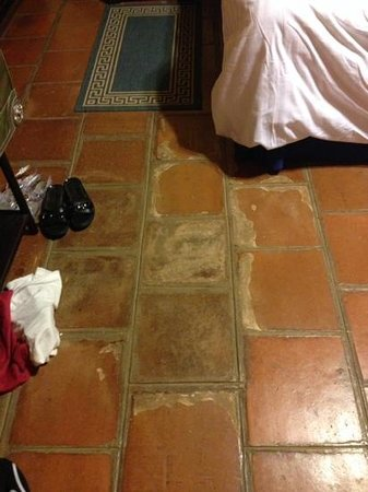 Barceló Montelimar: bedroom floor old but could be charming