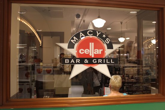Macy's Cellar Bar and Grill : Logomarca