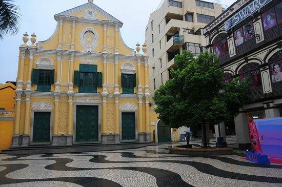 St. Dominic's Church: 朝の聖ドミニコ教会