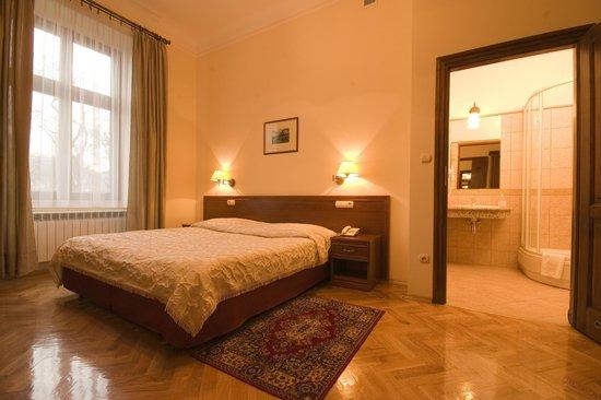 Pokoje Goscinne Basztowa: bardzo wygodne łóżka i duża łazienka