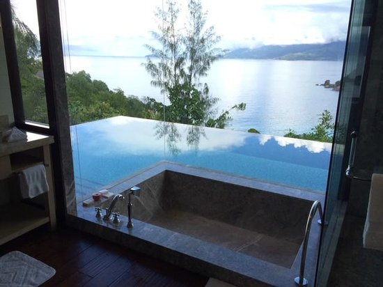Four Seasons Resort Seychelles: Pool from Bathroom