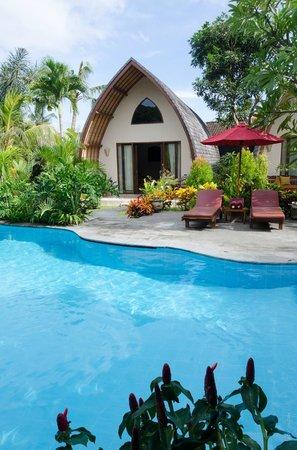 Klumpu Bali Resort: Pool chairs