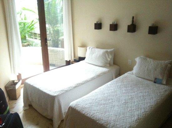 Porto Playa Condo Hotel & Beachclub: Twin Room - condo 208