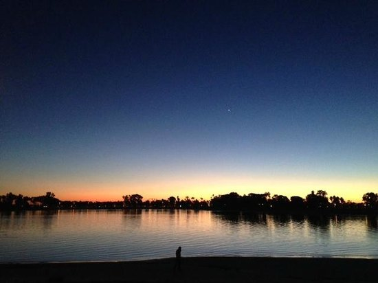 Paradise Point Resort & Spa : Night on the bay!