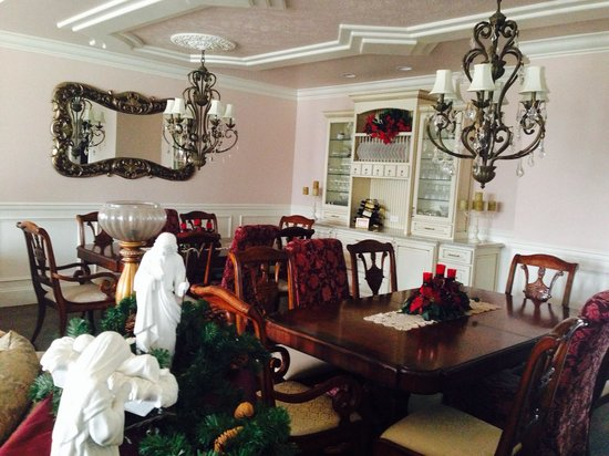 Cameo Heights Mansion Bed & Breakfast: Formal dining room (not the Vine)