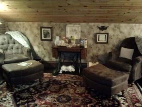 Baert Baron Mansion : What a beautiful hide-away to read or just relax.