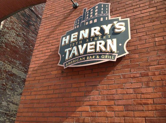 Henry's 12th Street Tavern : Henry's Tavern sign, Portland OR