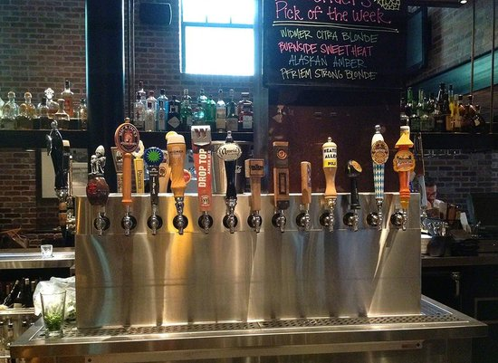 Henry's 12th Street Tavern : 100+ tap beer at Henery's Tavern, Portland OR