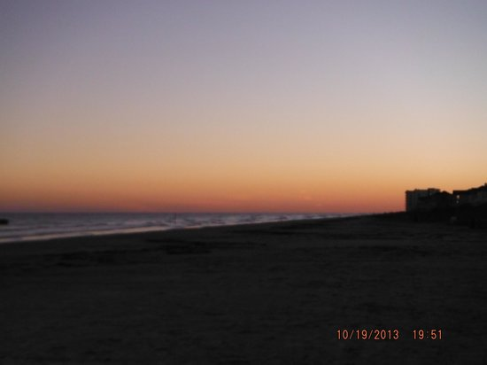 Holiday Inn Club Vacations Galveston Beach Resort : Nighly view of beach!