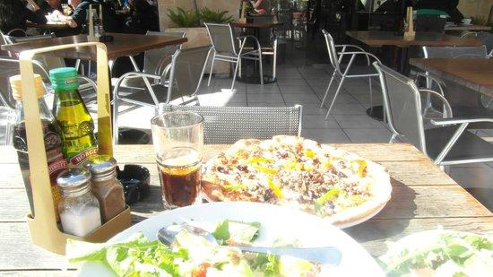 Sardinella: Pizza and drinks