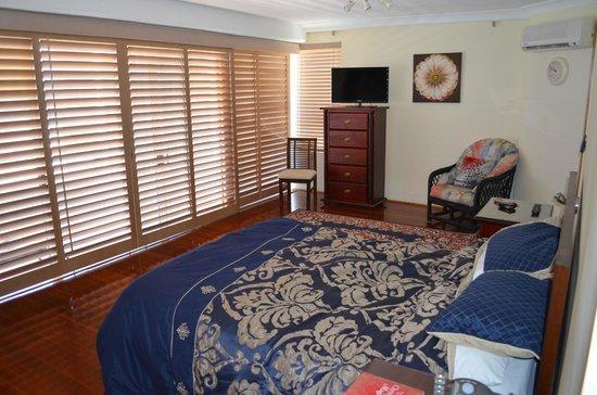 Zenith Apartments: Main bedroom - Level 20 Unit 1