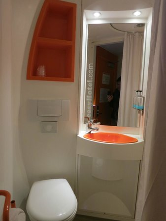 easyHotel London Heathrow: Toilet