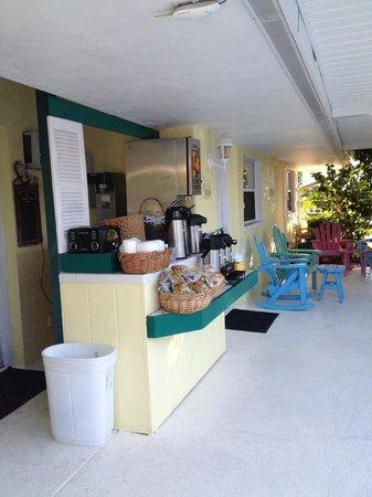 Lemon Tree Inn : Frühstück am Pool