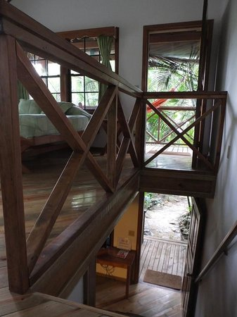 Las Rocas Resort & Dive Center : Upstairs and downstairs entrances from my cottage