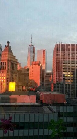 DoubleTree by Hilton Hotel New York City - Financial District: Sunset view of Freedom Tower from our room.