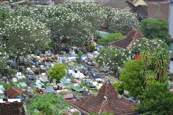 The Phoenix Hotel Yogyakarta - MGallery Collection: Viw of a beautiful cemetery from my room