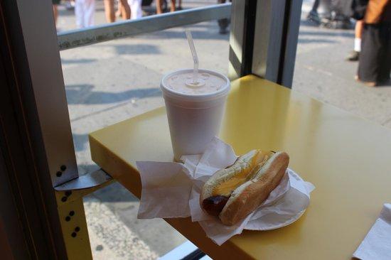 Gray's Papaya: Hot dog com Piña Colada