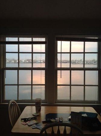 Harborside Motel & Marina : view from kitchen window (houseboat #18)