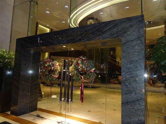 InterContinental Kuala Lumpur : Christmas at Intercontinental KL - entrance doors