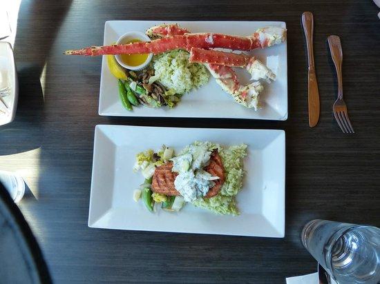 Chinooks Waterfront Restaurant: king crab and king salmon