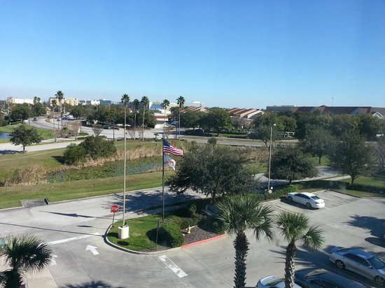 Country Inn & Suites By Carlson, Orlando Airport: Looking out of windo