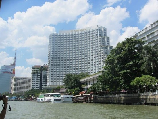 Shangri-La Hotel,Bangkok : View from the Chao Phraya River of our hotel!