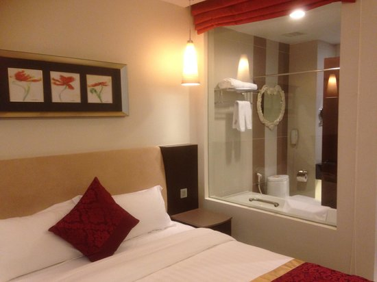 The Hanoi Club Hotel & Lake Palais Residences: Deluxe Room