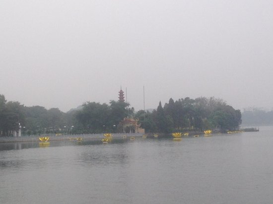 The Hanoi Club Hotel & Lake Palais Residences: Oldest Pagoda at West Lake which is near hotel