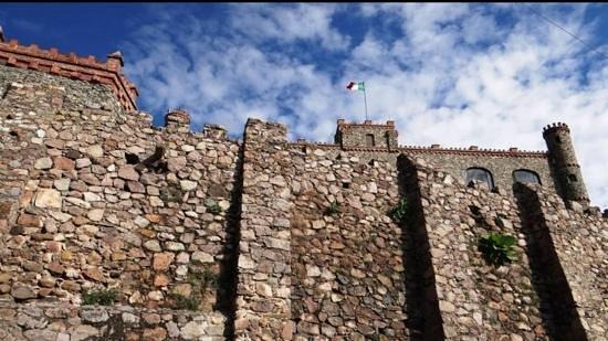 Castillo Santa Cecilia Hotel: solo vale el exterior